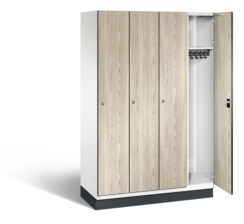 Garderobekasten met houten deuren