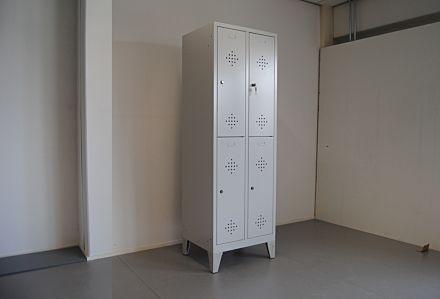 Outlet garderobekast met 2x2 afdelingen - grijs/grijs