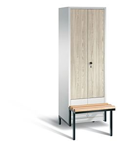 Garderobekast met verlaagd zitbankframe en naar elkaar toeslaande houten deuren S3500 Evolo